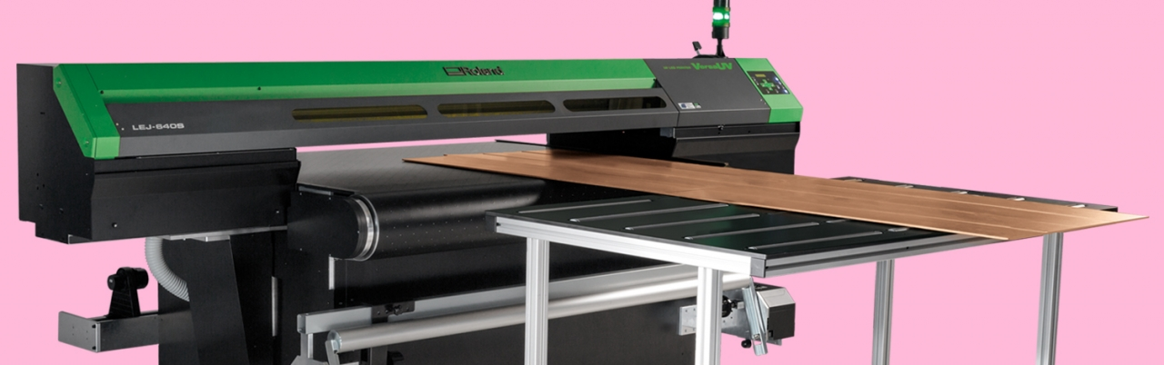 VersaUV S-Series belt with included table printing rigid substrates